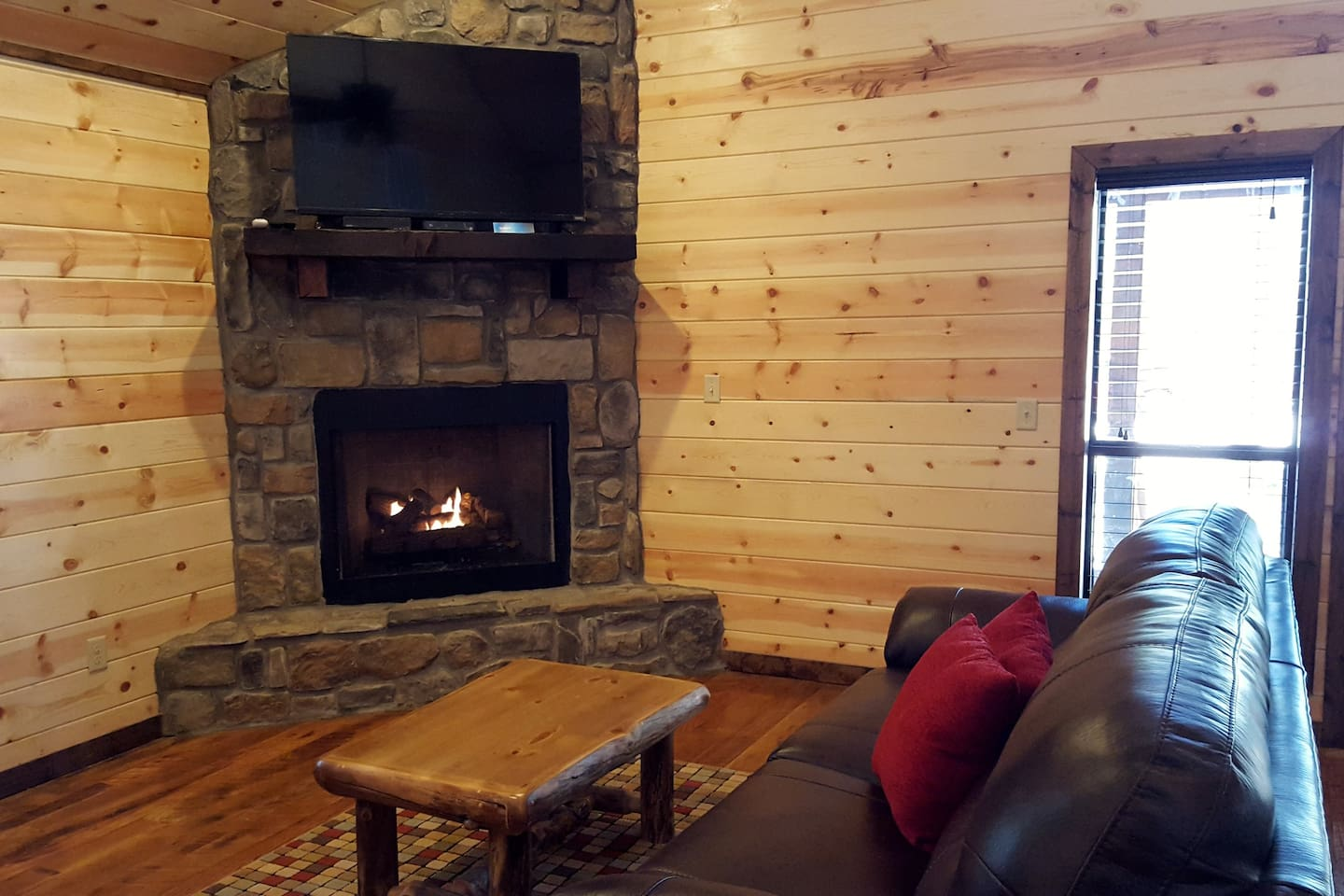 ace in the hole sleeps 4 tub fireplace wifi cabins for