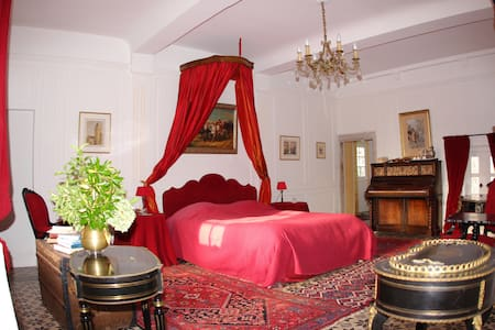 The Room in the Château - Bed & Breakfast