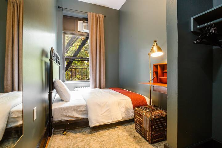 Private Room Chelsea 3B