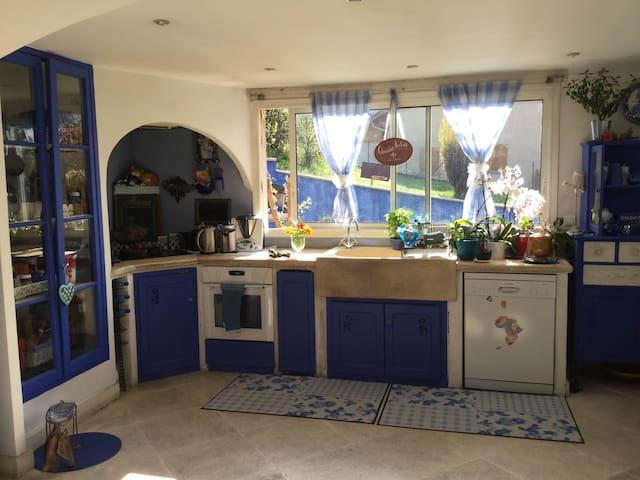 villa bleue - Barcelonnette - บ้าน