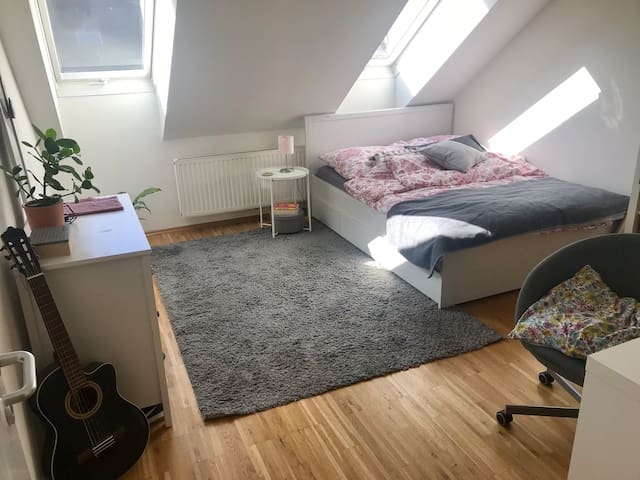 Stylish & comfy room in a good location!