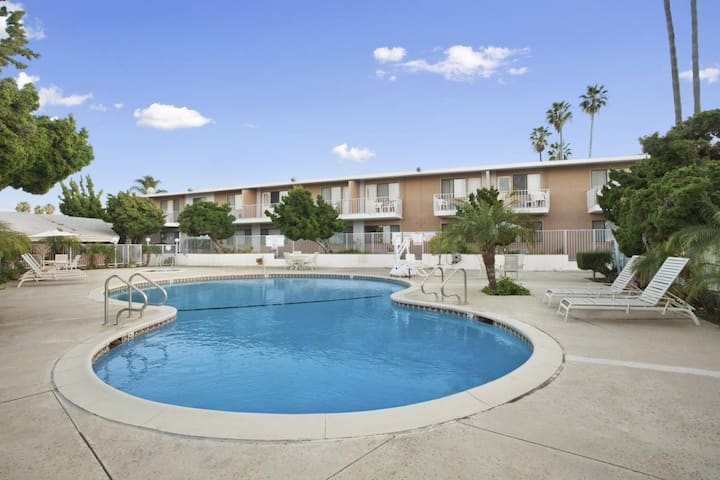 Great Deal! Cozy Unit, Restaurant, Pool, Parking