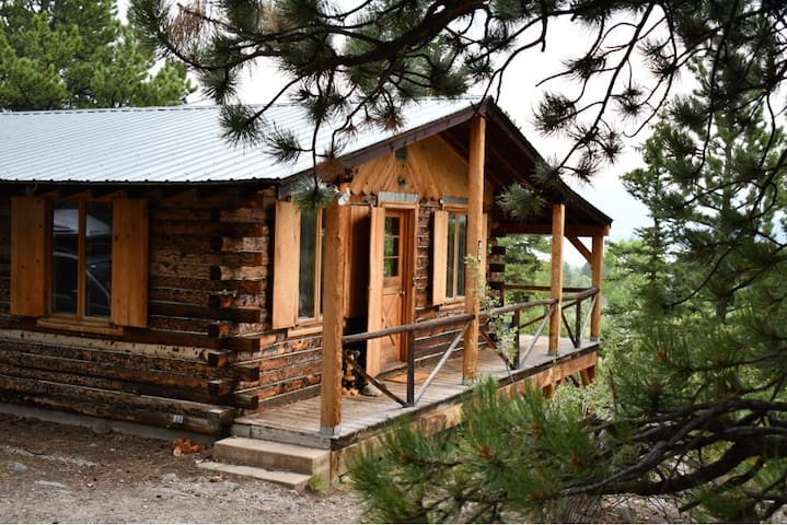 Secluded Rustic Cabin With Views of Beaver Ponds