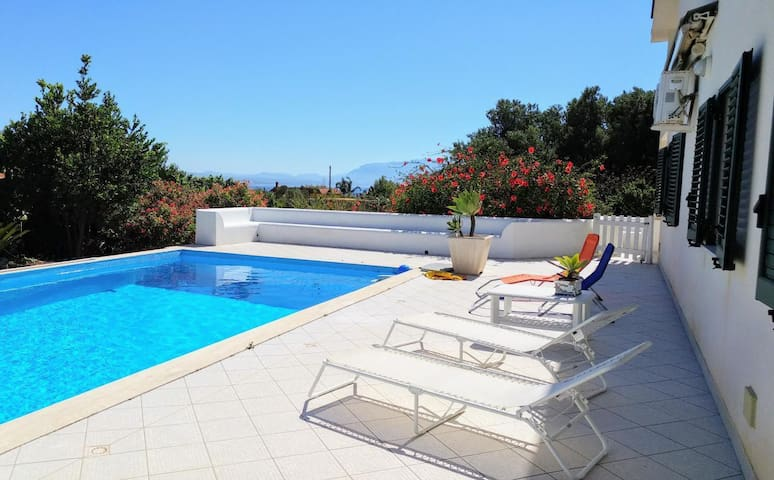 Villa Elisabetta- Apartment Luciana - Small one bedroom apartment in the house near the sea and pool