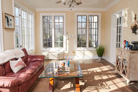 In-law suite, w/private entrance +Sunroom & patio!