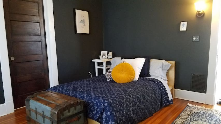 Clean, classic and cozy in Westville - New Haven - Casa