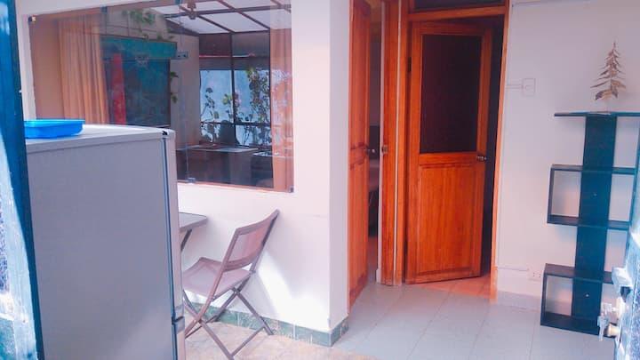 Minidepartamento amoblado en zona residencial