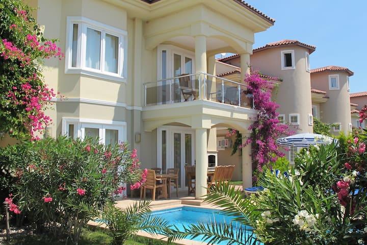 5Bedroom villa in Sunset Beach YS09
