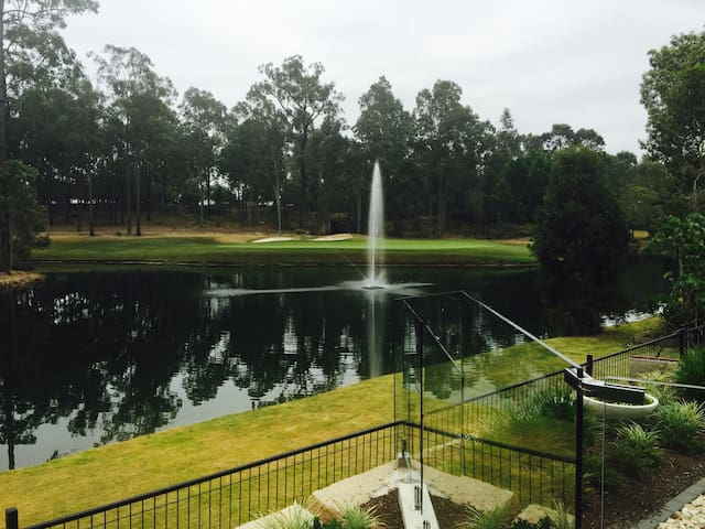 Brookwater Golf Course Private Room - Brookwater - บ้าน