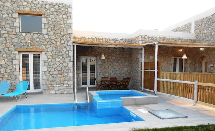 Belvita traditional stonebuild villa 5004