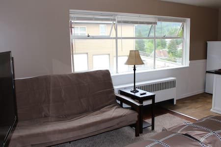 Clean, comfortable studio. A 2 minute walk to town - Ketchikan