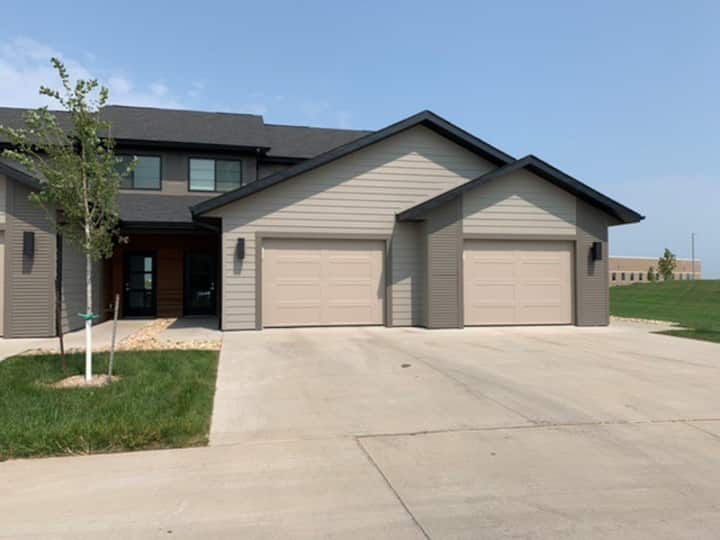 Modern Townhouse Near Dordt University