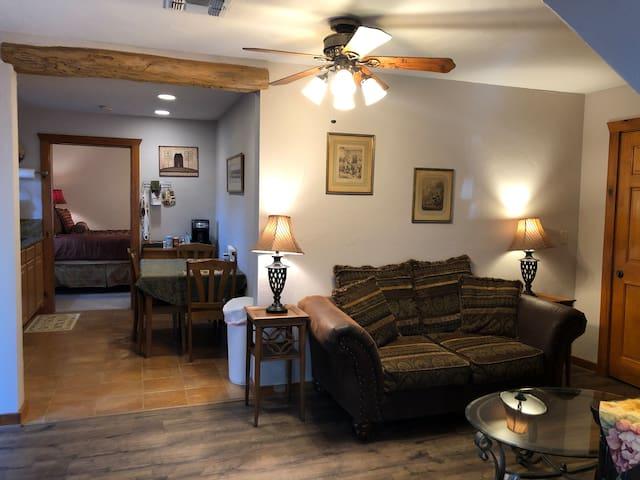 Suite 3 Apartment at Brickner Guest House