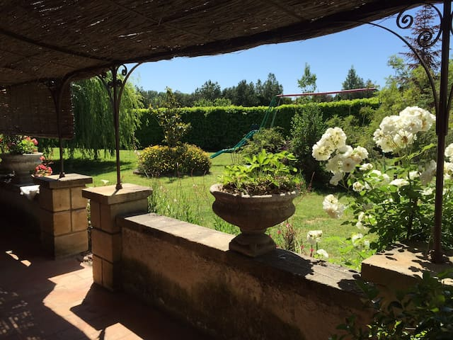 B&B - Your holiday home near Châteauneuf-du-Pape - Sorgues - House