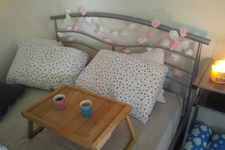 Cosy bedroom in historic location - Airdrie - Bed & Breakfast