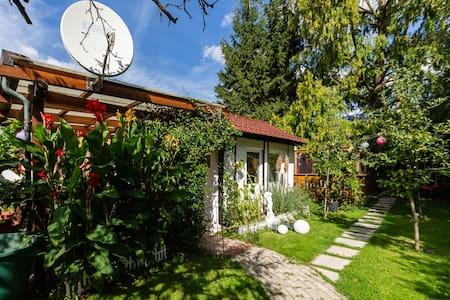 Pitstop in the Romantic Tiny Garden House
