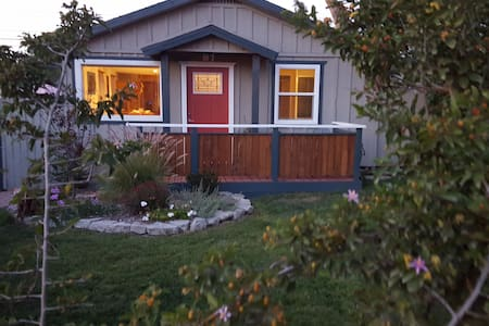 Charming little cottage outside Ventura - Ventura - Hus