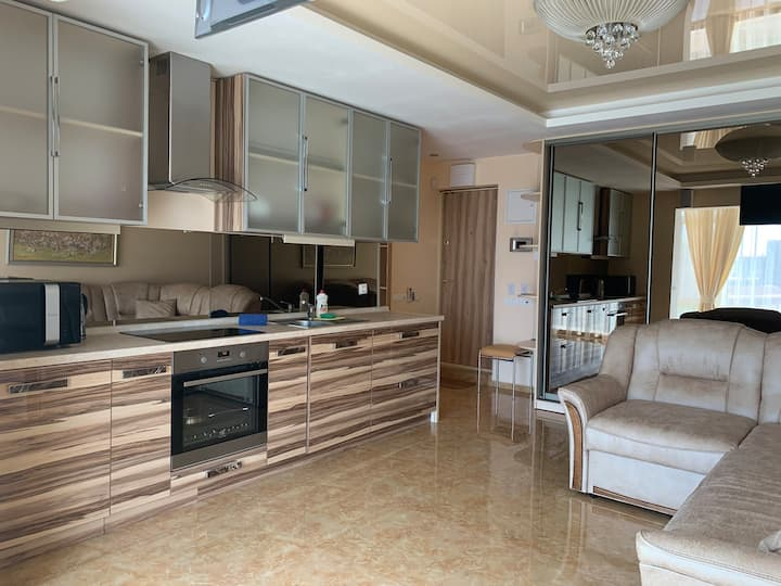 "Luxury apartment with Jacuzzi  near  ""Ocean Plaza"""