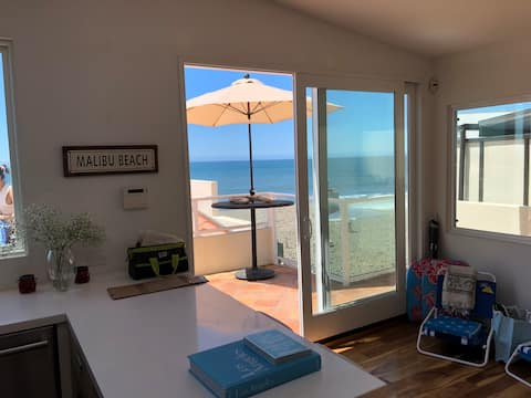 Malibu Road Luxury Beachfront Apt #2