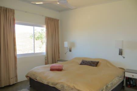 Swawelskloof, prvt dbl room in modern farm house. - Worcester - Bed & Breakfast