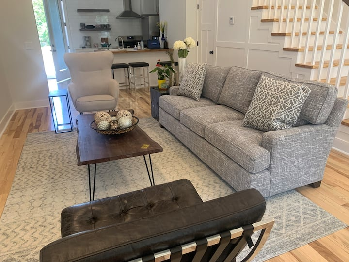South Fayetteville/Pet-Friendly By Dickson/Campus