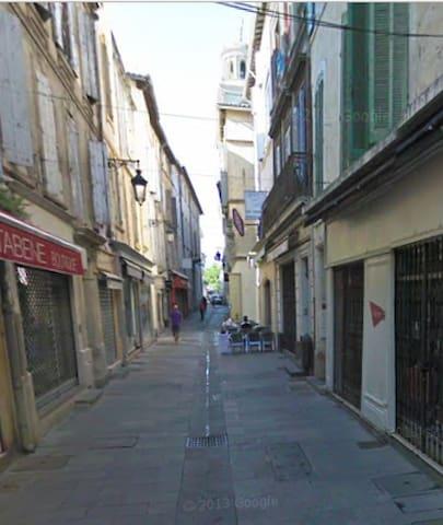 F2 agréable, avec balcon, plein centre Arles - Arles - Apartment