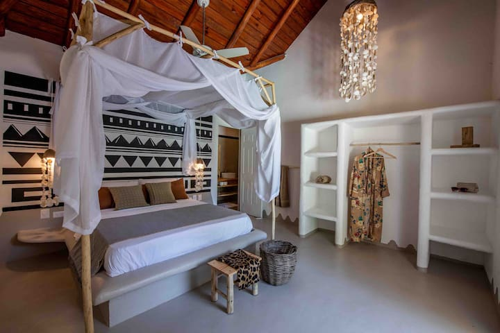 A funky spacious tropical villa near Playa Coson