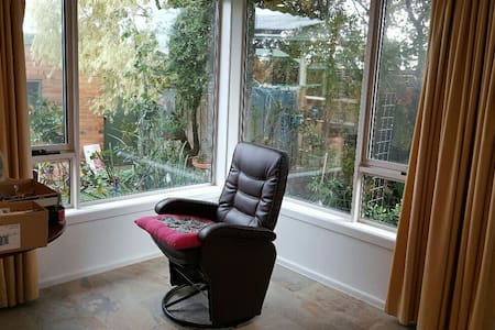 Small bedroom in shared house - Box Hill North