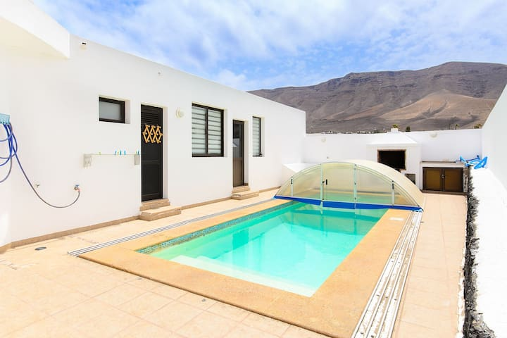 Famara Beach Apartment on the Shore with Pool, Terrace, Gorgeous Ocean/Mountain Views & Wi-Fi; Parking Available