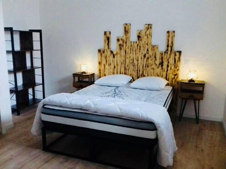 Appartement de charme  style industriel 400 m MER