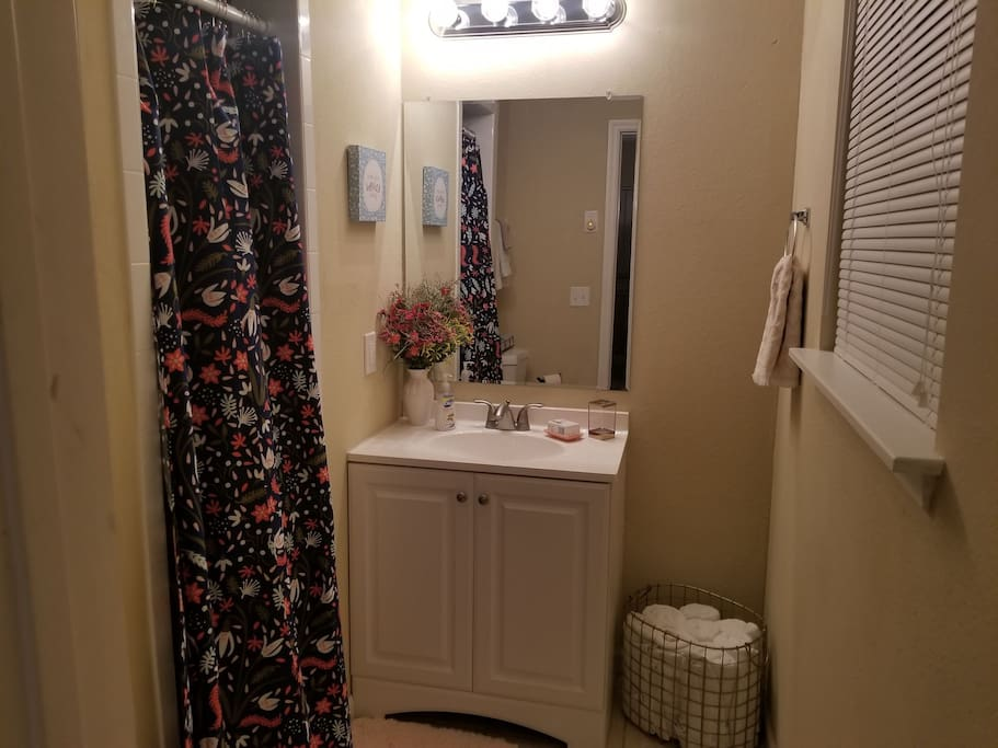 Completely stocked bathroom with towels, washcloths, and most necessities! Let us know if you need something that isn't provided!
