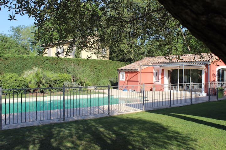 Ravissant Studio avec piscine Golf de La Valdaine