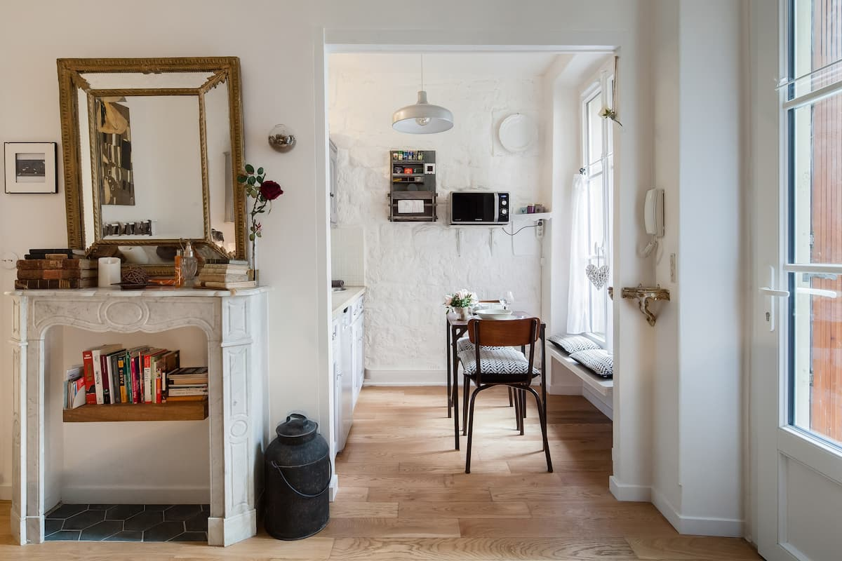 Charming Studio with a Garden in the Middle of Montmartre