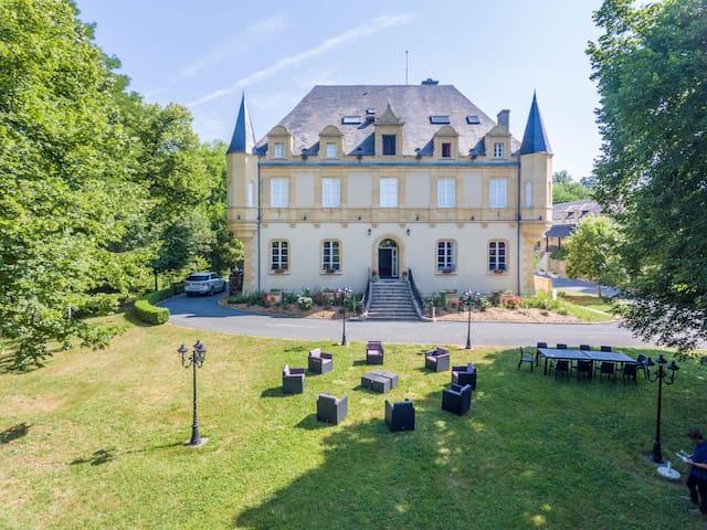 Chambres d'hôtes de charme Château 800m de LASCAUX