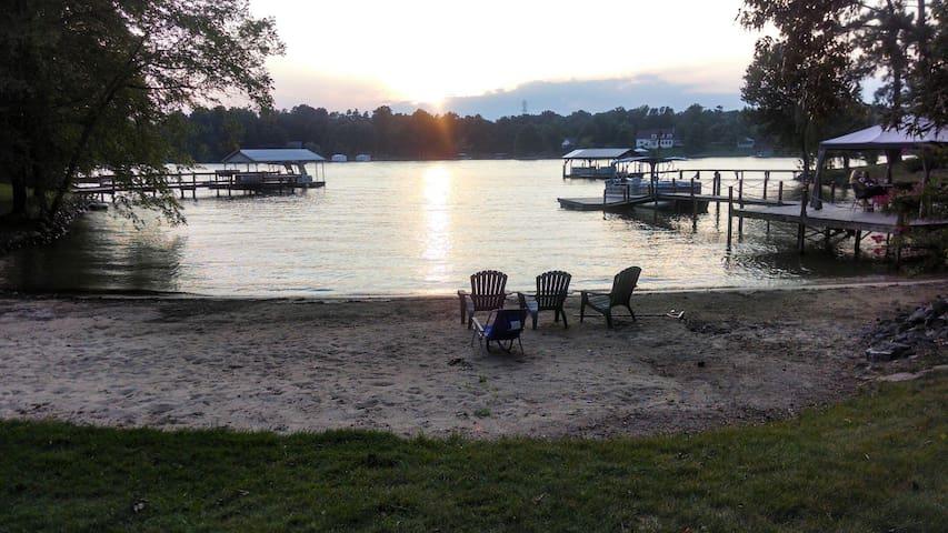 Romantic Lakeside Resort Setting - Mooresville - Rumah