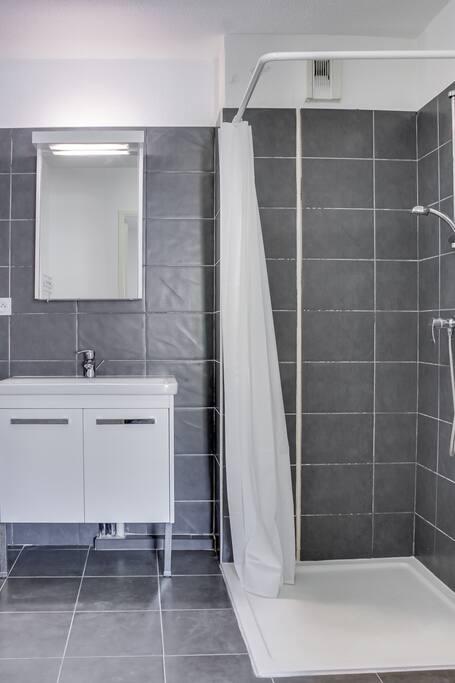Salle d'eau, prévoir vos serviettes (non fournies)