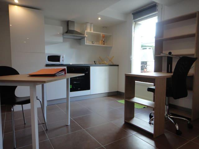 Grand studio dans maison individuelle