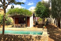Piscina y Cocina de verano con terraza.