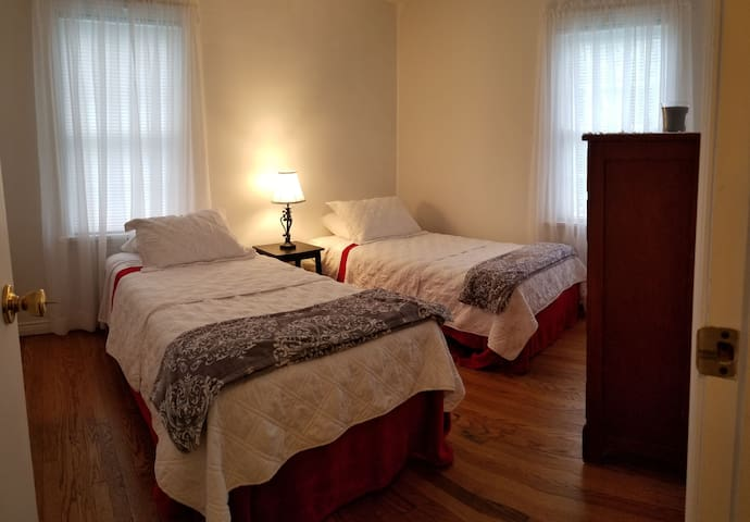 Room for 2, two twin beds near LECOM.