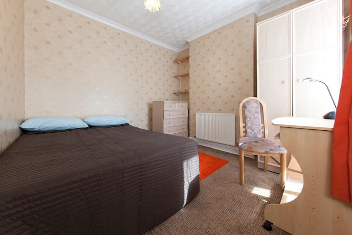 Double bedroom in Treforest - Pontypridd