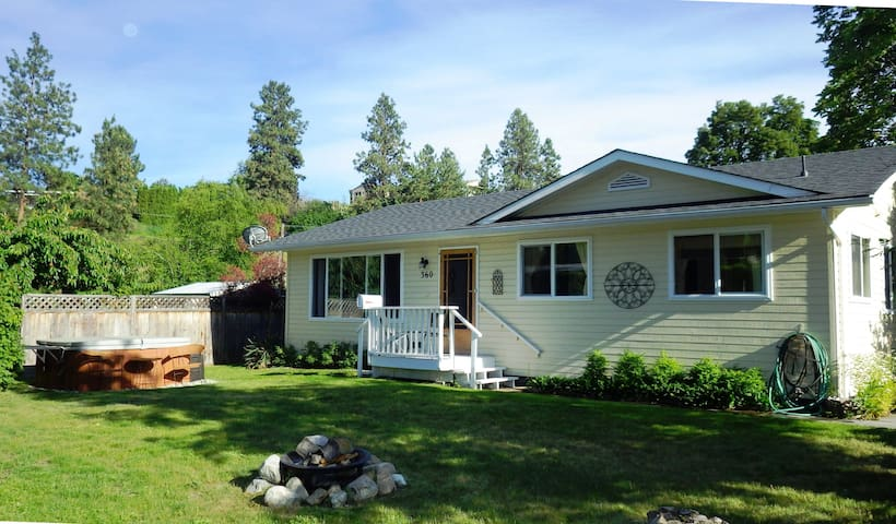 By the Bay Cottage in Naramata BC