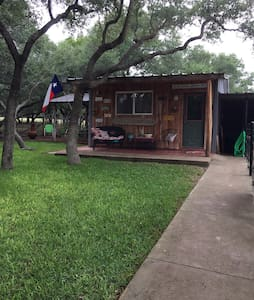 #JCCowboyCabin in the Hill Country - Johnson City - Cabana