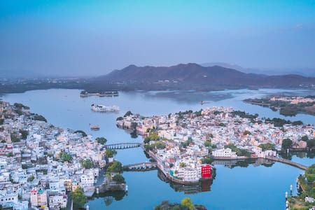 oolala-your lake house in the center of Udaipur(G)