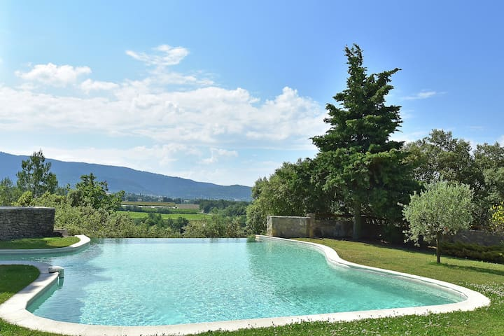 Private infinity pool, beautiful view of Mont Ventoux, a dream spot!