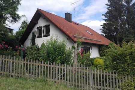 Gästezimmer im idyllischen Landhaus mit Frühstück