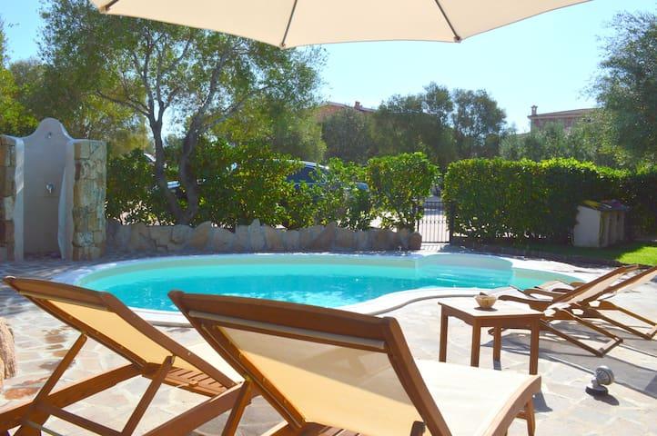 Montepetrosu Villa con piscina