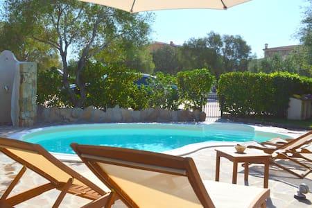 Montepetrosu Villa con piscina - Monte Petrosu