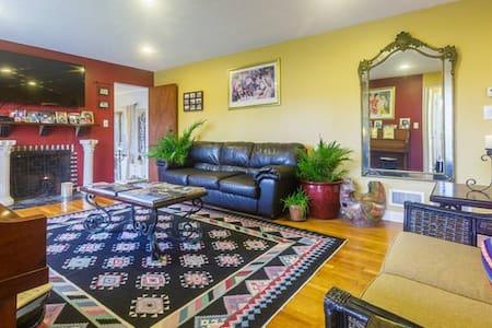 Cozy Home 1/2  Hour From NYC - 화이트 플레인스 - 단독주택