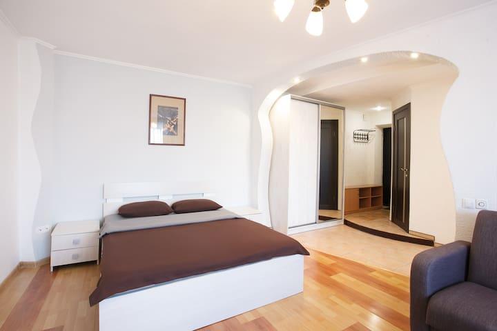 Апартаменты на Ленина 28