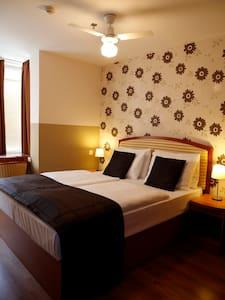 Six Inn Hotel - Budapest